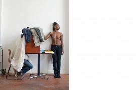 The Waiting, Model Roxy Verwey en Steven van Eck in de mobiele doka / Foto Diana Blok